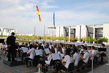 Vor dem Bundestag